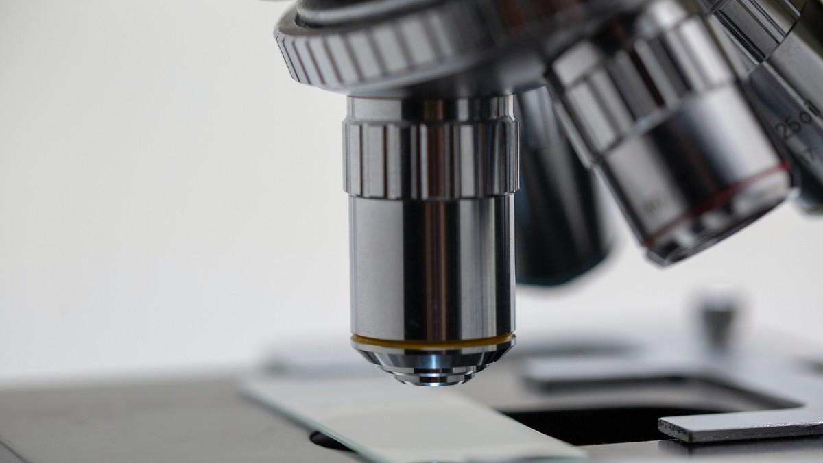 Mikroskop, díky kterému také vznikaly české vynálezy.