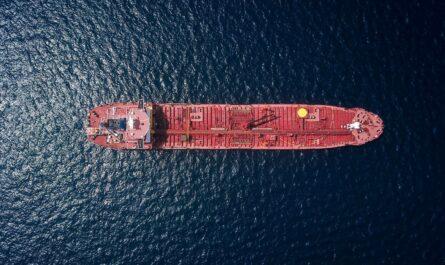 Nákladní loď, která patří mezi největší lodě světa.