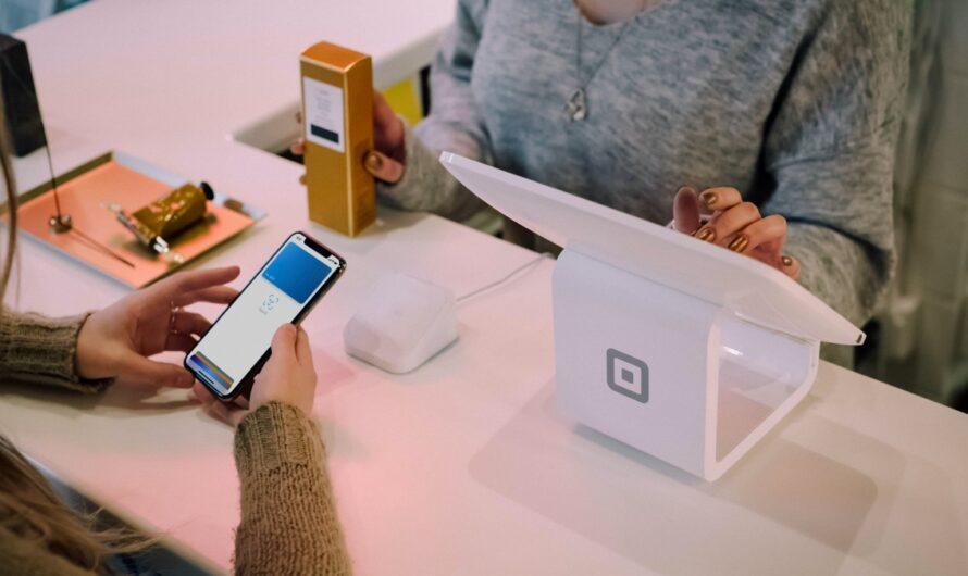 Placení mobilem je mezi lidmi čím dál oblíbenější